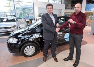 Jednatel CAR POINT Karlovy Vary Dipl. Ing. Josef Stauner (vlevo) s ředitelem Centra Valika Mgr. Petrem Zmudou